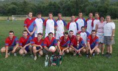 Víťazí zápasu Slobodní sodmenou prevíťaza aputovným pohárom
